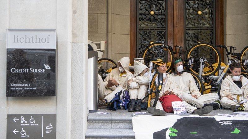 Un groupe de manifestants en faveur du climat avait bloqué l'entrée de Credit Suisse à Zurich.