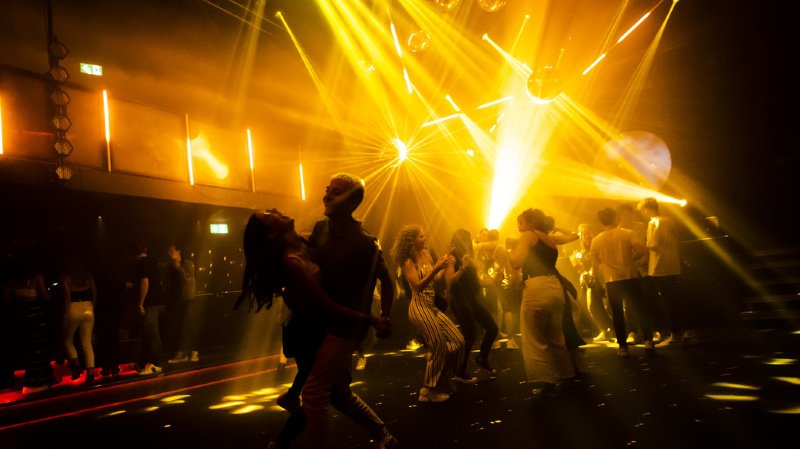 Coronavirus: les cantons demandent à Berne des essais pilotes pour les discothèques