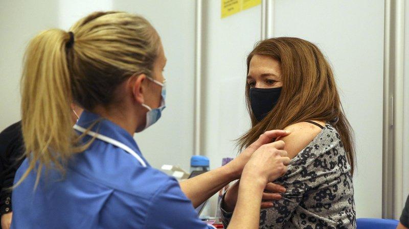 Coronavirus: une dose de vaccin réduirait de presque 50% la transmission au sein d'un même foyer