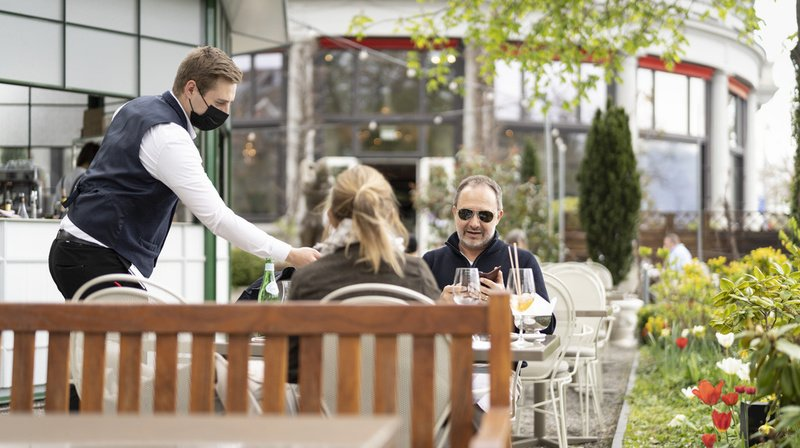 Coronavirus: plus de 800 cafés et restaurants romands recevront entre 1000 et 8000 francs