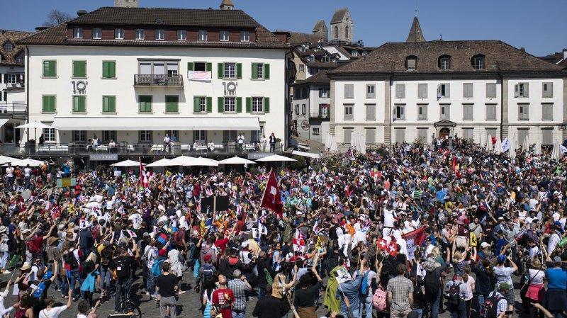 Rapperswil (SG): forte participation à une manifestation interdite contre les mesures anti-coronavirus