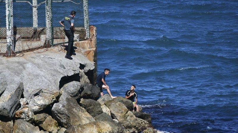 Espagne: un millier de migrants arrivent à Ceuta en une journée, un record