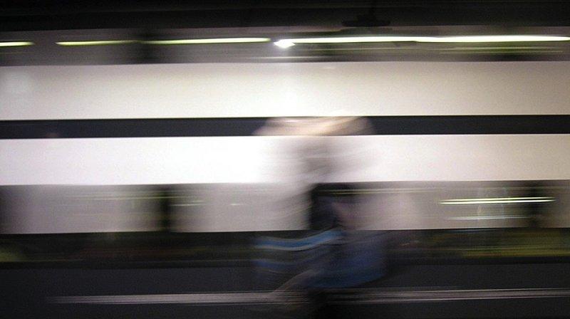 Haut-Valais: ivre sur les voies, il bloque un convoi et monte en 2e classe