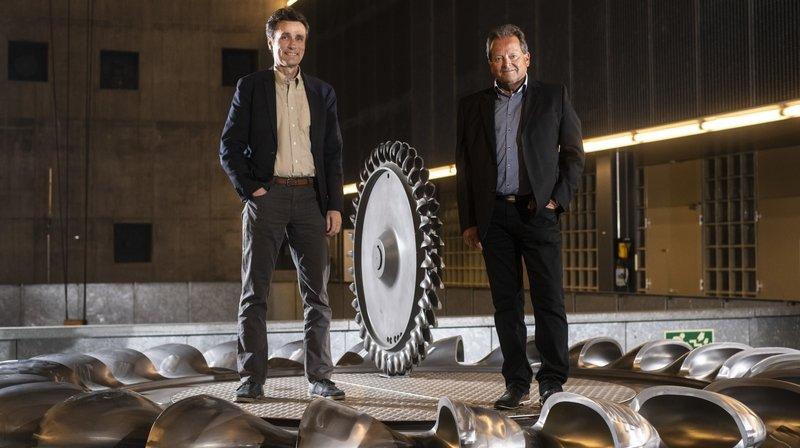 Amédée Kronig (à droite) cède la présidence de l'APVEE à Stéphane Maret.