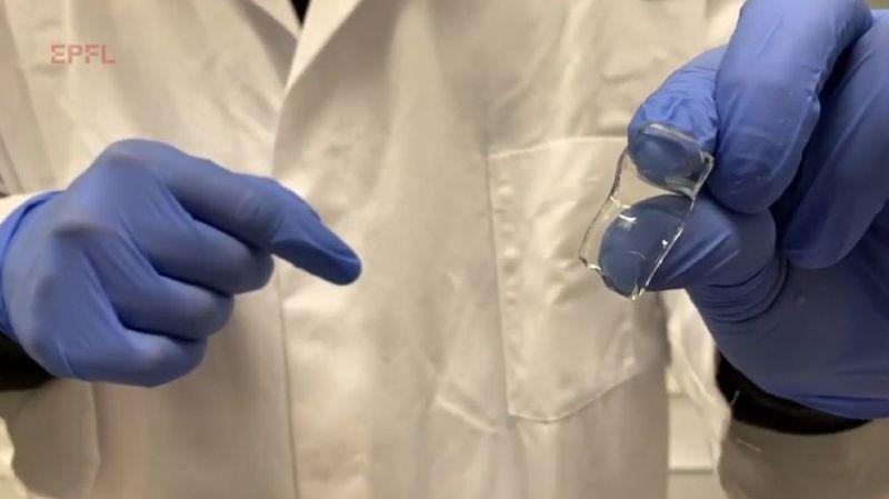 Cet hydrogel, composé à plus de 85% d'eau, possède l'avantage d'être injectable partout dans le corps et de présenter des propriétés adhésives.