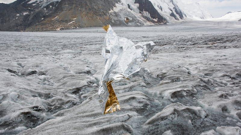 Laurence Piaget-Dubuis met en scène les glaces comme de grands corps puissants et souffrants.