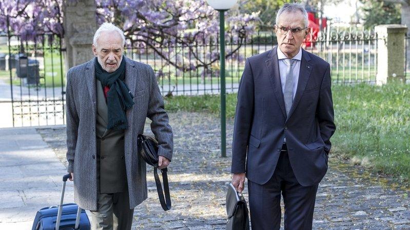 Eloi Rossier (à droite) et son avocat Jean-Charles Bornet à leur arrivée au tribunal lors du procès, ce mardi.
