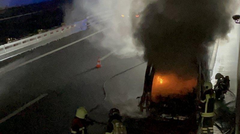 Les flammes ont été maîtrisées par dix pompiers du CSI de Monthey.
