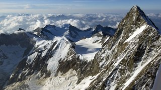 Accident de montagne: chute mortelle de deux alpinistes au Finsteraarhorn