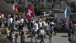 Plusieurs milliers de manifestants contre les mesures sanitaires à Rapperswil-Jona (SG)