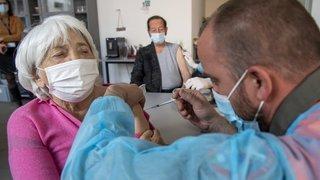 Coronavirus: pour Swissmedic, les vaccins n'ont pas d'effets secondaires inattendus