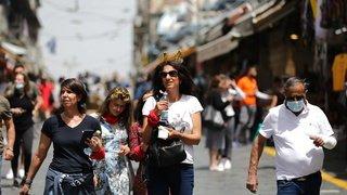 Coronavirus: les masques tombent à l'extérieur en Israël
