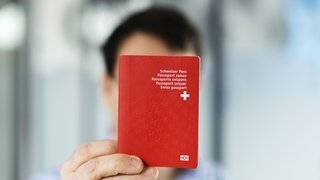 Passeport suisse: les doubles nationaux visés dans le canton de Zoug