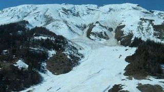 Avalanche de neige mouillée dans la vallée de la Sionne