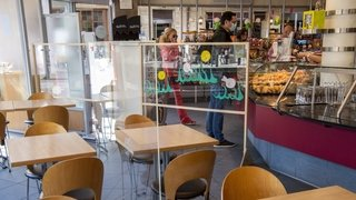 Coronavirus: avec la fermeture des tea-rooms, les boulangers mangent leur pain noir