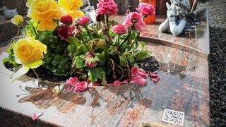 Cimetière de Collombey: une entreprise fait sa pub sur les tombes, des familles sont choquées