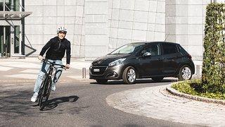 Sécurité routière: les cyclistes appelés à rouler au milieu dans les giratoires
