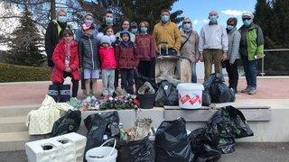 Bois de Finges: 500 bénévoles ont nettoyé le parc