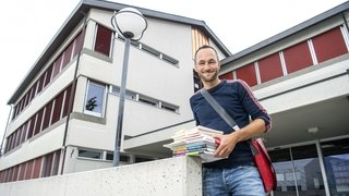 Mathias Reynard range ses cahiers scolaires. Dès lundi, il sera conseiller d'Etat