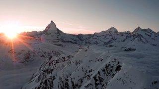 «Le Valais depuis les airs»: on vous emmène au-dessus de Zermatt en hiver