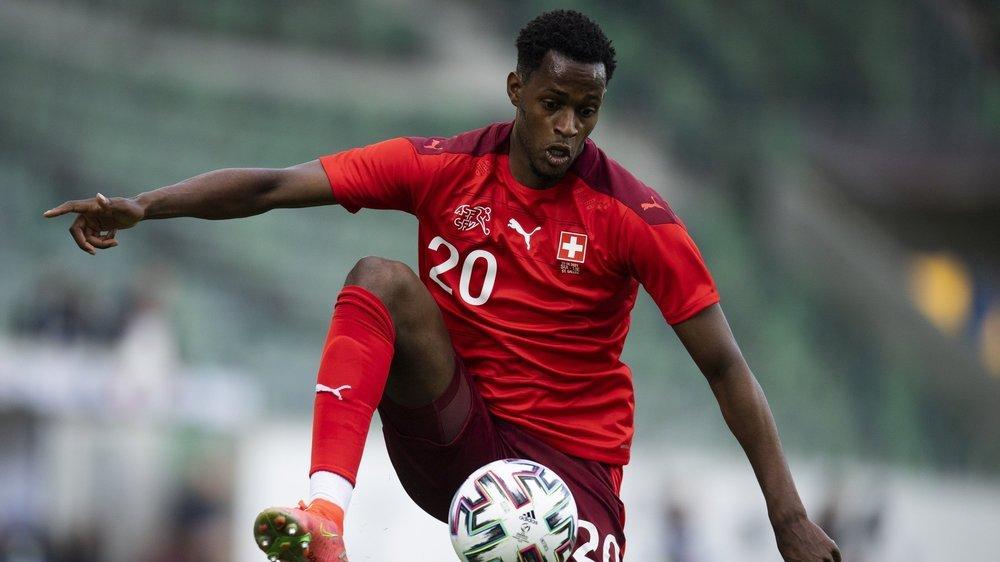 Edimilson Fernandes contrôle le ballon lors du match entre la Suisse et le Liechtenstein à Saint-Gall le 3 juin.