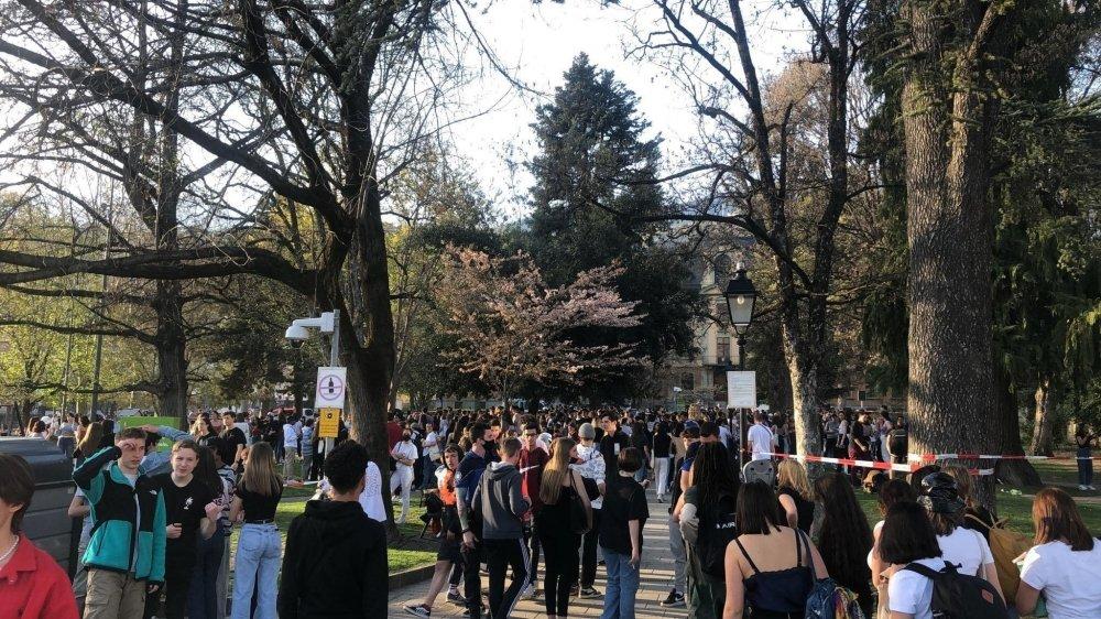 Le 1er avril dernier à la sortie des cours, il y avait beaucoup de monde sur la Planta. Les autorités s'attendent à une forte affluence entre jeudi et vendredi pour la fin de l'année scolaire.