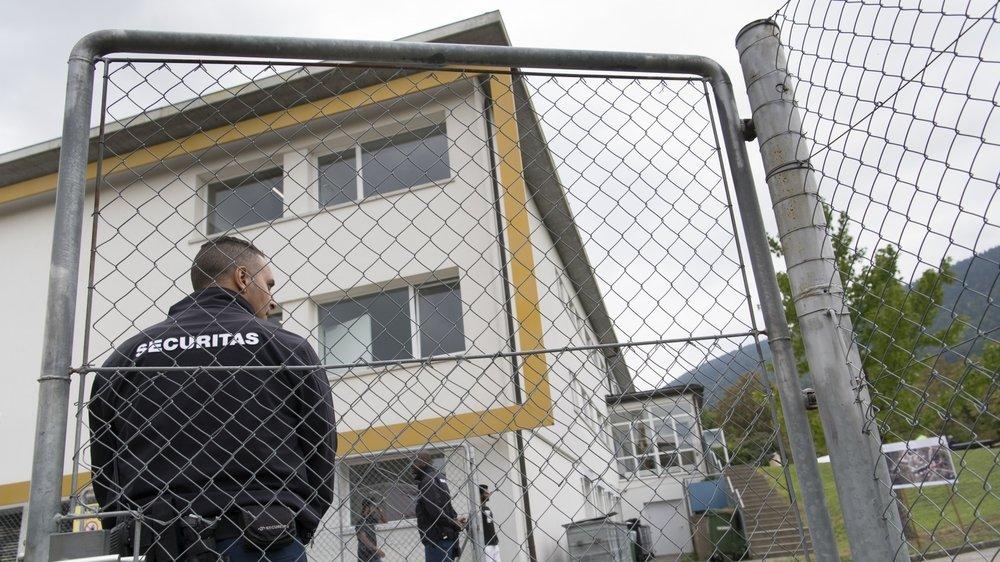 Dans le collimateur du rapport, les sociétés chargées de la sécurité de ces centres, Securitas et Protectas, mais aussi le Secrétariat d'Etat aux migrations (SEM), avec qui elles sont sous contrat, pour ses manquements en matière de contrôles.