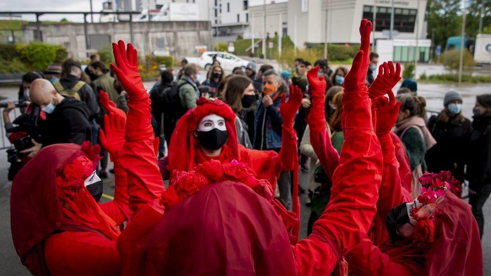 La brigade rouge XR lors de l'ouverture du procès des 31 activistes fribourgeois, le 25 mai dernier.