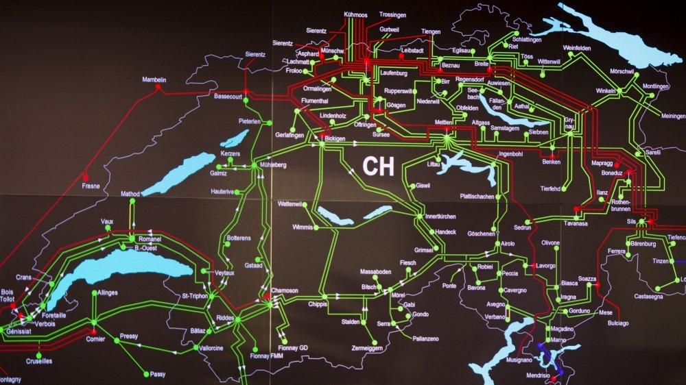 Plan du réseau d'électricité suisse photographié Swissgrid Control 2 à Prilly en 2015.