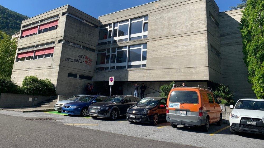 Du côté de l'Ecole professionnelle de Martigny, le bureau du chef de section a laissé apparaître un dépassement de 797 Bq/m3.