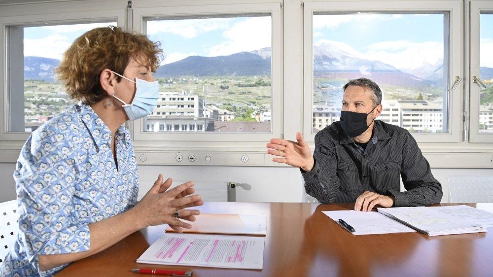 Face-à-face entre Marianne Maret, conseillère aux Etats, et Christophe Clivaz, conseiller national (les Verts) sur les initiatives phytosanitaires.