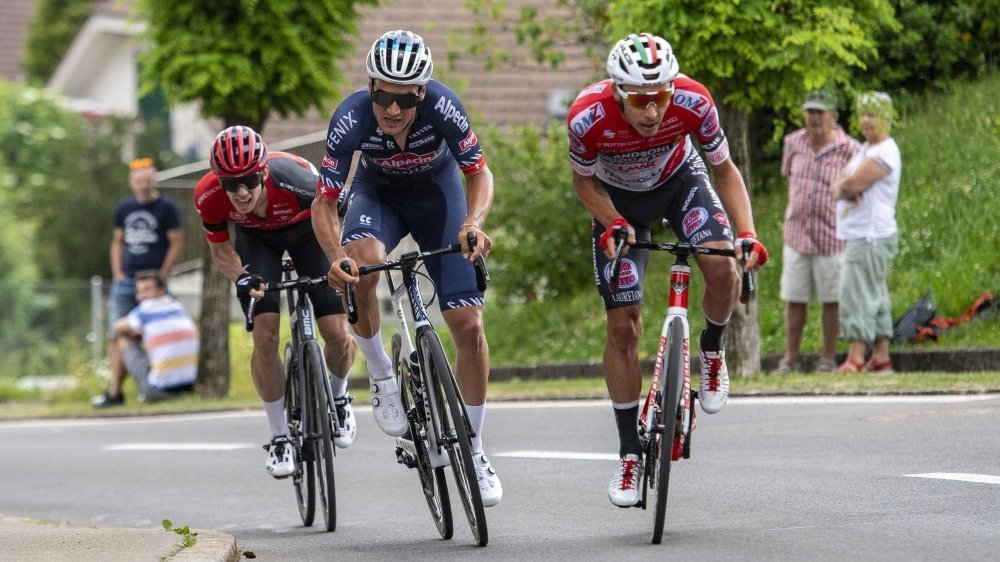 Simon Pellaud (à droite) n'a pas pu remonter Silvan Dillier lors des derniers mètres.