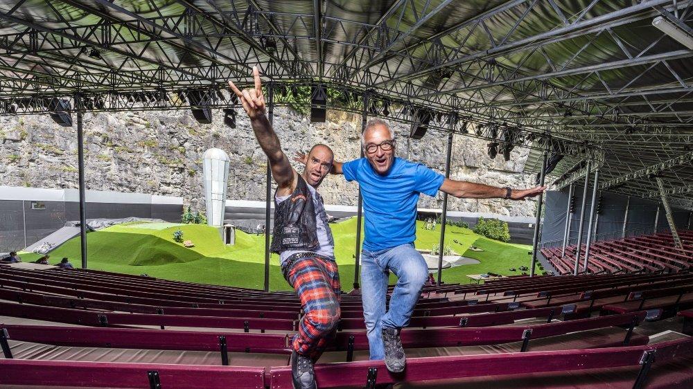Karim Slama, comédien, acrobate et membre de la troupe, qui signe également l'adaptation en français de la pièce, et Paul Weilenmann, cofondateur, directeur général et directeur artistique de la Karl's Kühne Gassenschau.