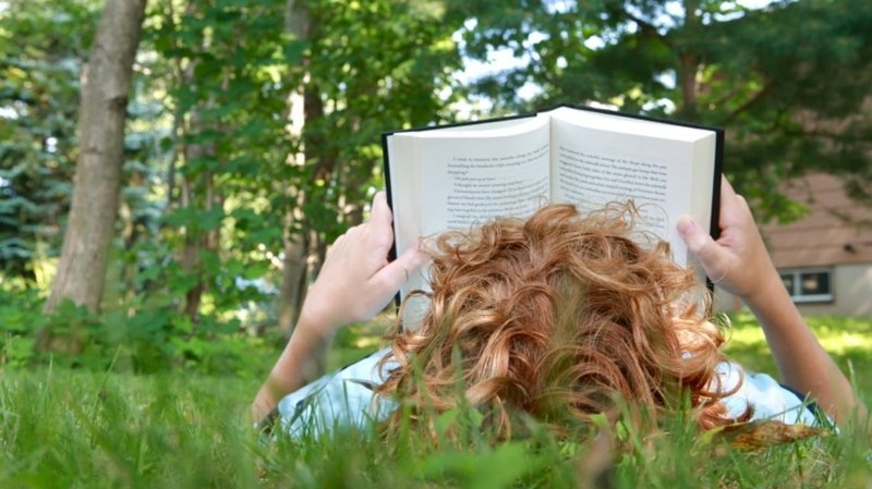 Profiter des vacances pour lire, un plaisir à tous âges.