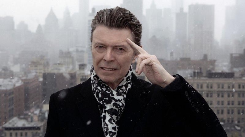 Caméléon du rock, David Bowie a eu une influence incontestée dans le milieu de la musique, du cinéma, de la mode et de l'art.