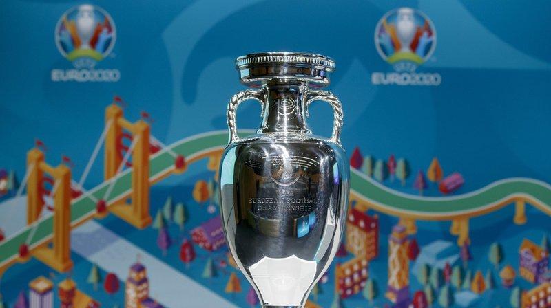 Le trophée Henri Delaunay, convoité par toutes les équipes.
