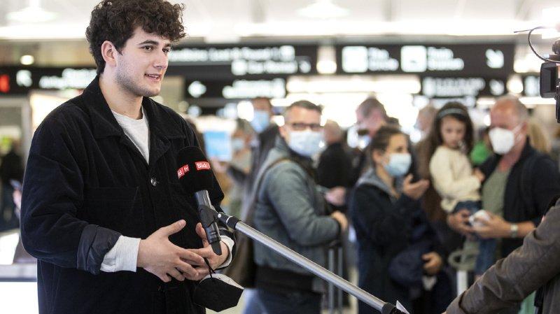 Eurovision: le Fribourgeois Gjon's Tears, de retour en Suisse, «a encore du mal à réaliser»