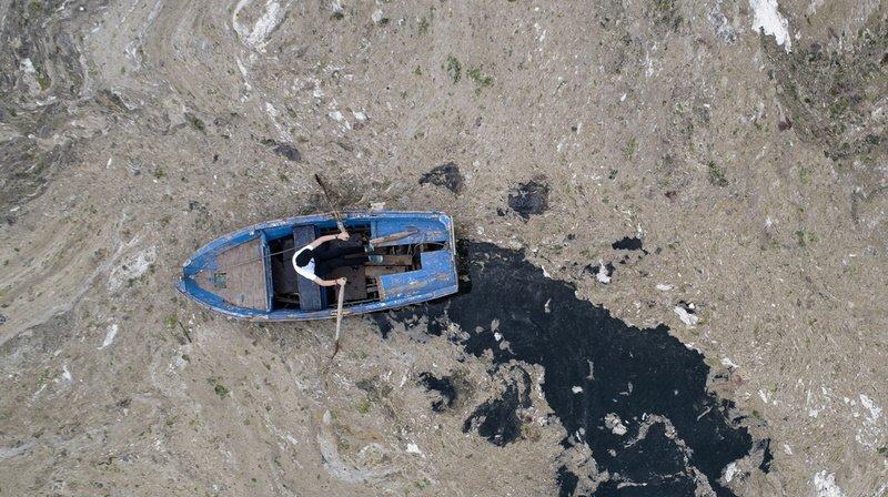 Turquie: les côtes envahies par une mousse visqueuse