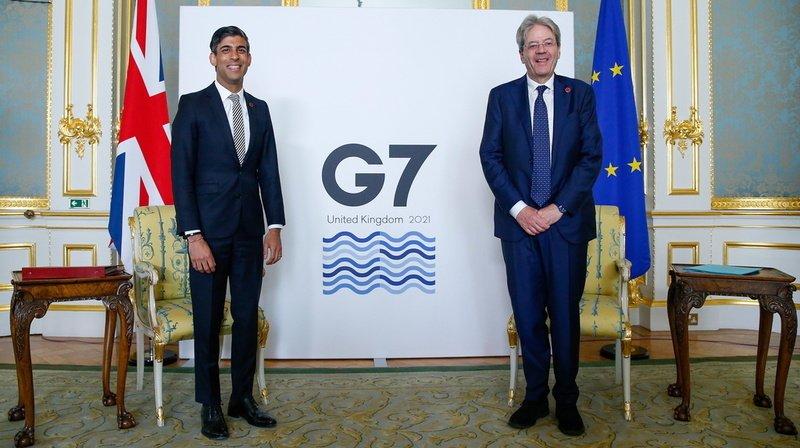 Rishi Sunak, ministre des Finances britannique (à gauche), qui présidait la rencontre en tant que pays organisateur du G7 et Paolo Gentiloni, commissaire à l'économie de l'Union européenne.