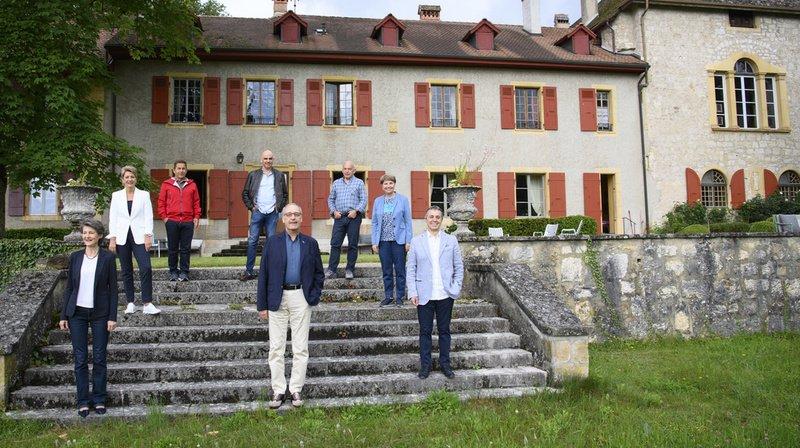 Les sept Sages et le chancelier de la Confédération Walter Thurnherr photographiés le 1er juillet à Consise, durant le premier jour de leur excursion en terre vaudoise.