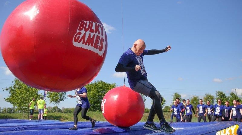 Sensations fortes garanties sur les obstacles gonflables géants.