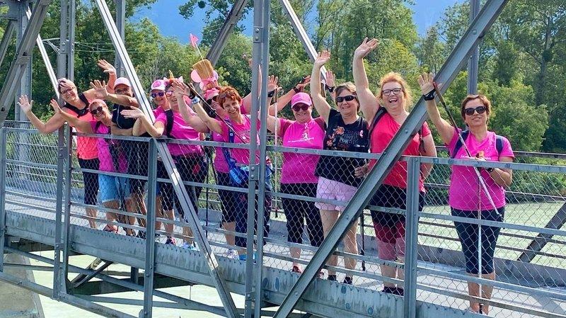 Les participants sont invités à porter du rose, à se photographier et/ou à se filmer pour montrer leur solidarité.