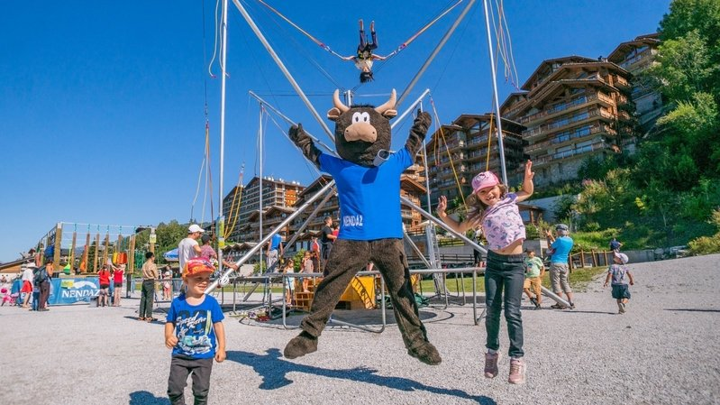 Durant un mois, dès le 17 juillet, les enfants pourront s'amuser au Village de la mascotte Cheesy, sur la plaine des Ecluses.