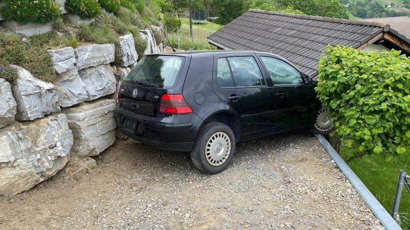 Le véhicule a quitté sa place de parc sans chauffeur à bord.