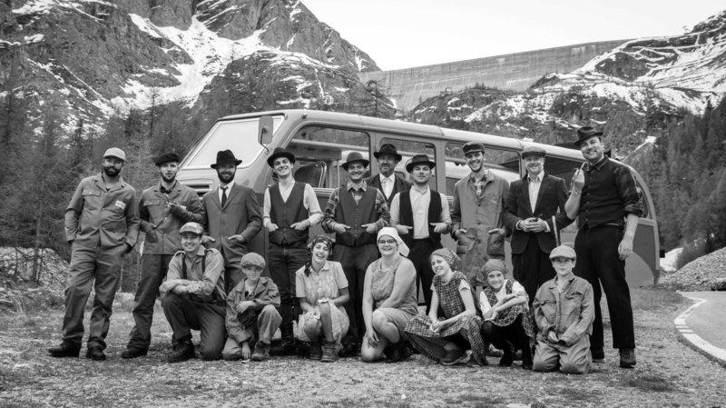 Montez à bord d'un bus d'époque pour visiter le barrage de la Grande Dixence