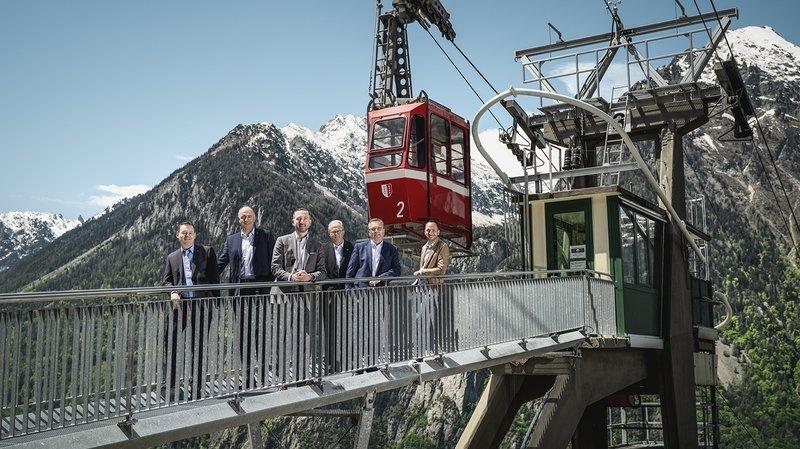 La nouvelle photo officielle du Conseil d'Etat valaisan avec Franz Ruppen, Christophe Darbellay, Frédéric Favre, Philipp Spörri (chancelier), Roberto Schmidt et Mathias Reynard.