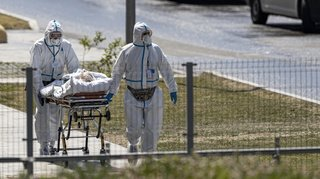 Coronavirus: nouveau record de décès en Russie, le Portugal et l'Indonésie serrent la vis