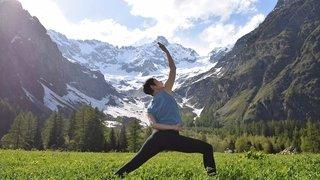 Yoga au lever du soleil