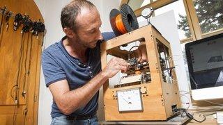 """Marcel Bétrisey expose ses drôles de machines à Sion, """"de l'humanité dans la matière"""""""