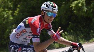 Cyclisme: Simon Pellaud s'échappe et tape dans les mains de ses fans en plein effort